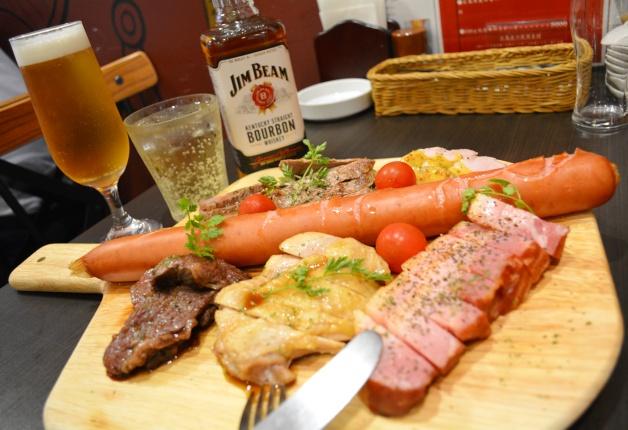 【広島・立町の肉バル】「RAKUバル 立町店」で厳選された肉と「ザ・プレミアム・モルツ」を堪能しよう♪