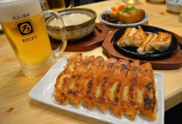 【広島・袋町】気軽に楽しめる大衆酒場♪「餃子ノ酒場ロッキー」でジューシーな餃子と「プレモル」を堪能!