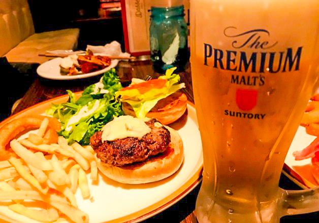 【プレミアム超達人店】「Cafe&Dinner NEWYORK NEWYORK」(広島市)で「神泡。」の「プレモル」とアメリカンハンバーガーを味わおう!