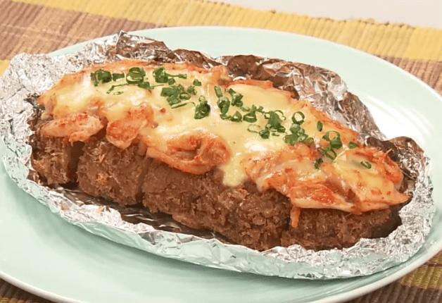 【「金麦」幸せレシピでカンパイ!】サクサクジューシー!「厚切りカツのキムチーズ焼き」