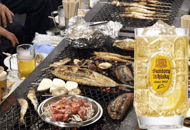 """釧路名物""""炉端焼き""""が楽しめる「岸壁炉ばた」で新鮮魚介を堪能&「角ハイボール」でカンパイ♪"""