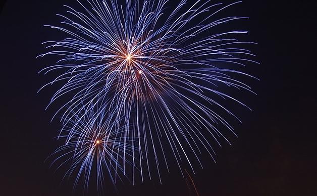【必ずもらえる!】花火と一緒の写真が撮れるアプリ!?花火大会でキンキンに冷えたサントリー商品購入で