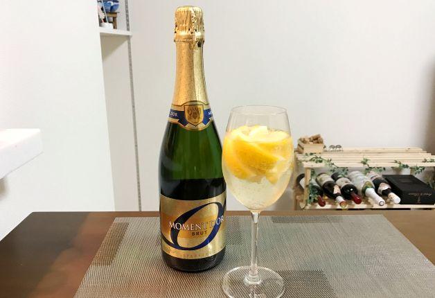プレミアムフライデーにお手ごろワインをちょっとリッチに変身♪「ソムリエが作るレモンサワー風」の作り方