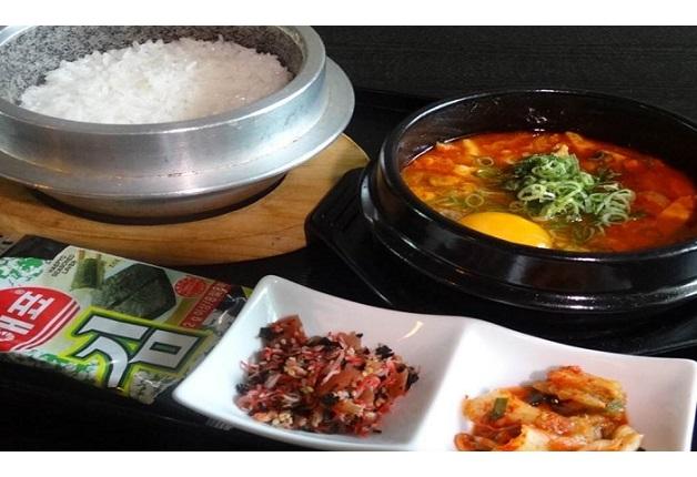 「スンドゥブ純豆腐OKIDOKI」でアメリカン&アジアン料理と「ザ・プレミアム・モルツ〈香る〉エール」を愉しもう(大阪・難波)