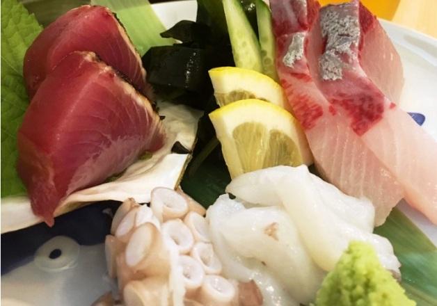 駅前で気軽に1杯♪「立ち呑み 魚屋」で播磨灘の新鮮魚介と「〈香る〉エール」を楽しもう(兵庫・姫路)