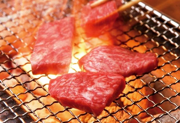シックな空間で松阪牛の魅力を堪能!「プレモル」と楽しむ「松阪牛焼肉M 難波店」(大阪)