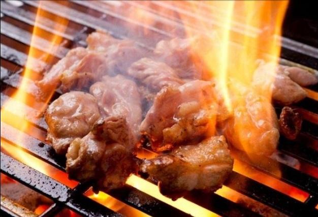 自分で焼いて楽しむ新たなスタイル♪鶏鉄板焼き「船場とり萬」(大阪・本町)