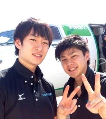 笑顔でピース!柳田選手と山本選手