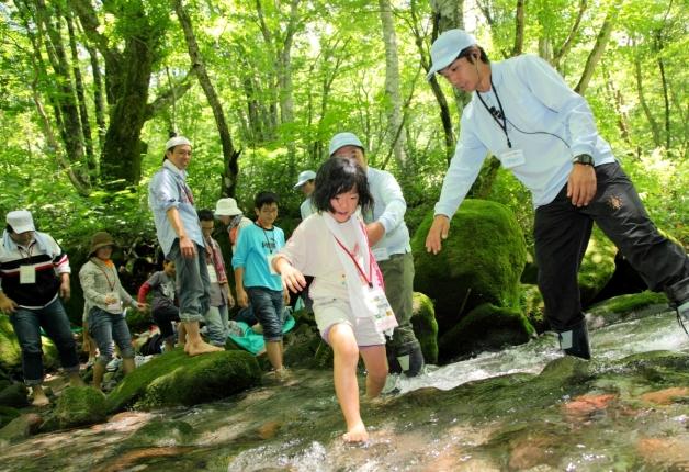 (終了しました)【参加者募集!】水のうまれる森に遊びに行こう!サントリー水育(みずいく)「森と水の学校」奧大山校