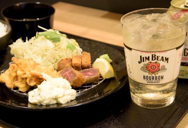 【担当者おすすめ】ミディアムレアの厚切り牛かつをアテにチョイ飲みも♪「神戸 牛かつ亭 三宮本店」