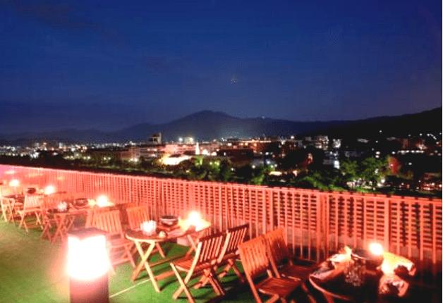 鴨川のほとり「KKR京都くに荘」の屋上ビアガーデンで本格焼肉と「プレモル」を堪能しよう♪