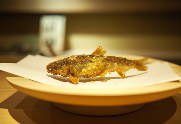 稚鮎に車海老、山菜も♪「天ぷら 沼田」の「おまかせコース」で旬の味覚を楽しもう(大阪・天神橋)