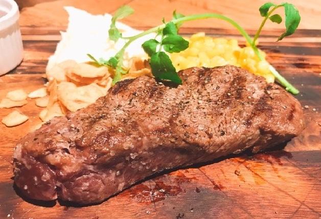 お肉屋さん直営「8 EIGHTH BEEF」!「ブラックアンガス牛」や「神戸牛」ステーキを「〈香る〉エール」と楽しもう♪(兵庫・神戸)