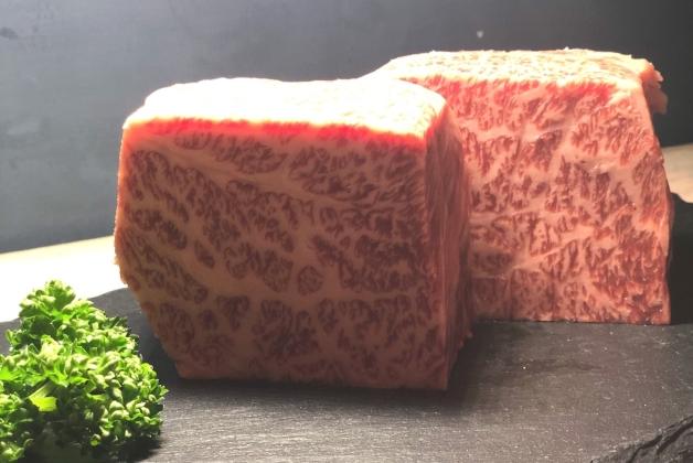 立食スタイルの焼肉店「たち焼肉 ぼん」で気軽に黒毛和牛と「ジムビームハイボール」を楽しもう(兵庫・尼崎)