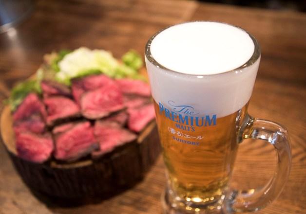 肉好きにはたまらない!「食堂728」で炭焼きの肉と「〈香る〉エール」を味わおう♪(大阪・難波)