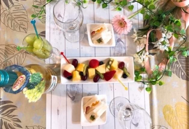 【4月2日新発売!】母の日にもぴったり!やさしい白ワイン「マドンナ フィジーライト」にフルーツを添えて楽しもう♪