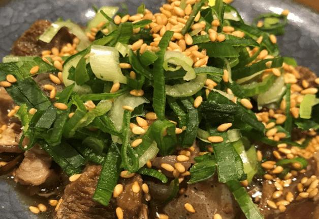 茹でたての生麺を使ったモチモチ焼きそばと「ザ・モルツ」で楽しいひとときを!「花まる酒場」(大阪・梅田)