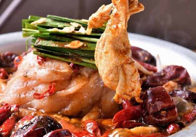 「痺鶏(しびれどり)」で「阿波尾鶏」の焼肉や鍋料理を堪能!「メーカーズクラフトハイボール」で乾杯しよう♪(大阪・北新地)
