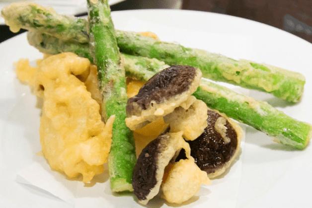 「天ぷら」と鉄板焼きが楽しめる「酒場スタンド ウオマル」!おしゃれなカウンターで「プレモル」片手に乾杯♪(滋賀・草津)