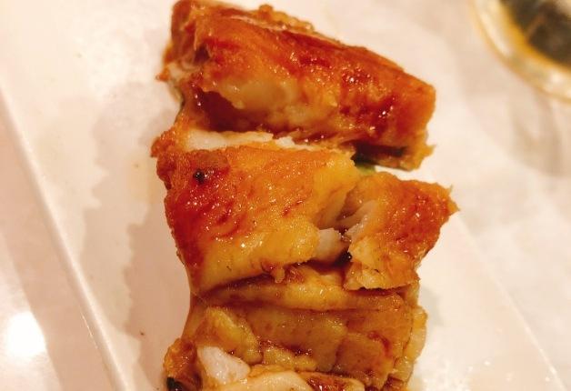 「伝助穴子」や新鮮なネタの寿司をリーズナブルに!「富久佳(ふくよし)」で「プレモル」とともに愉しもう(大阪・難波)