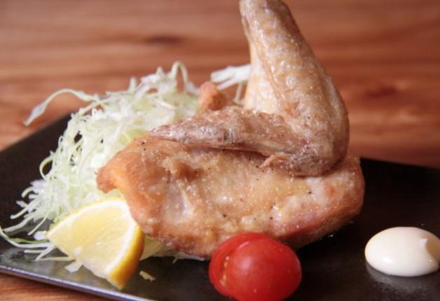 「プレモル」との相性抜群の京都のブランド地鶏「京赤地鶏」がリーズナブルに楽しめる「鶏焼 ジョー」!(大阪)
