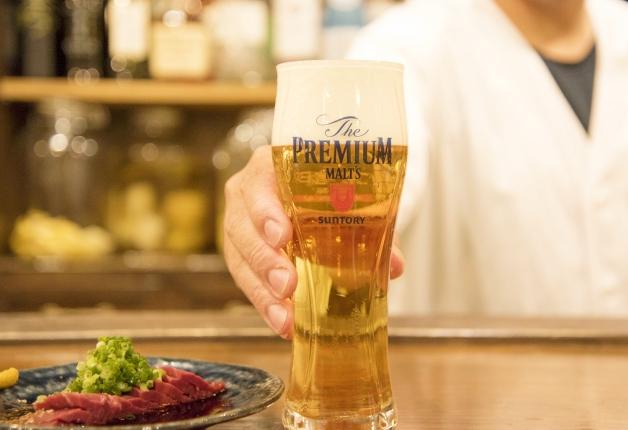 【ライター山﨑の今夜も酒場ラバー!】京都の路地裏で「プレモル」と「近江牛ハツ刺し」で乾杯しよう!「酒場エビス」