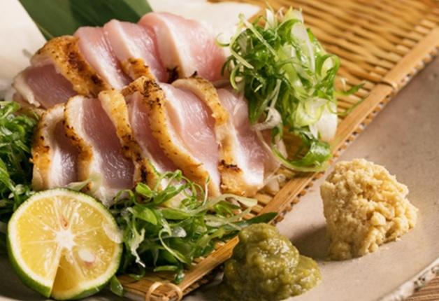 紀州備長炭で炙った地元・京都産の地鶏を「プレモル」と一緒に堪能しよう♪「京都炭火串焼つじや 京都駅八条口店」