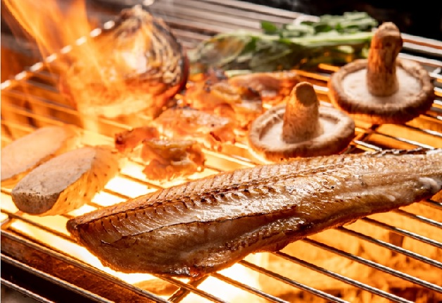 厳選された食材を炉端焼きで堪能!「魚と炭火 炉ばたのぎんすけ 中津店」で「ザ・プレミアム・モルツ」を愉しもう♪(大阪・中津)