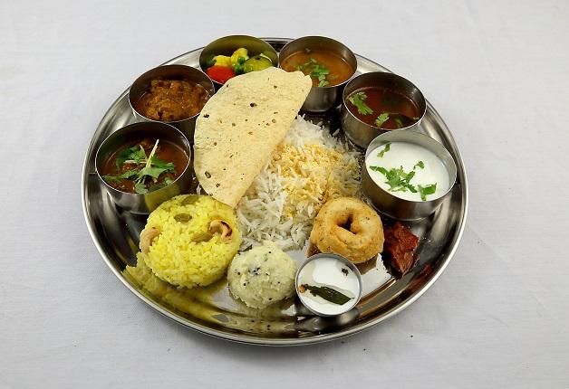 「エリックサウス西天満店」で本場の南インド料理と「カールスバーグ」や「ジムビームハイボール」で乾杯!(大阪・西天満)