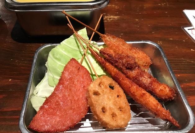 こだわりの牛ホルモンと「ザ・プレミアム・モルツ」で乾杯♪韓国料理や串カツが楽しめる居酒屋「NERI CHAGI(ネリチャギ)」(和歌山市)