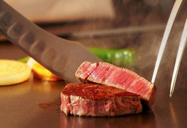 目の前で焼き上げられる鉄板焼と「プレモル」で至福のひと時を♪リーガロイヤルホテル京都「鉄板焼 葵」