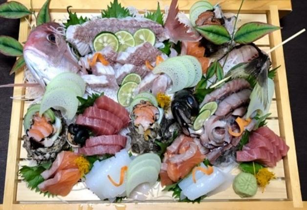 旬を愉しむ本格居酒屋「旬菜魚 くらしま」で「ザ・プレミアム・モルツ」と新鮮刺身を味わおう!(長岡京)