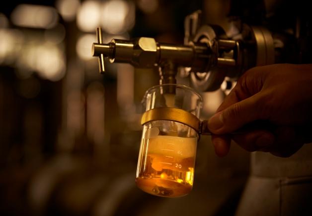 ビーカーに注がれる「ザ・プレミアム・モルツ マスターズドリーム」