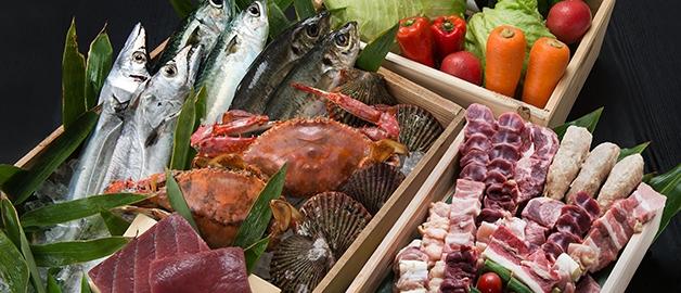 新鮮な魚介類やお肉、野菜