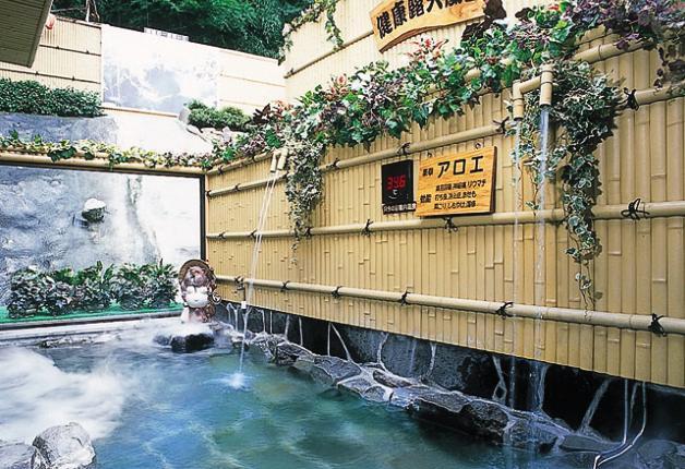 自然に囲まれて露天風呂