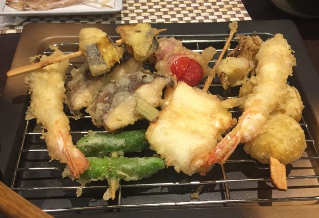 大分・中央町「天ぷらと炭火焼の店 侘助(わびすけ)」で職人の技が光る天ぷらを堪能!