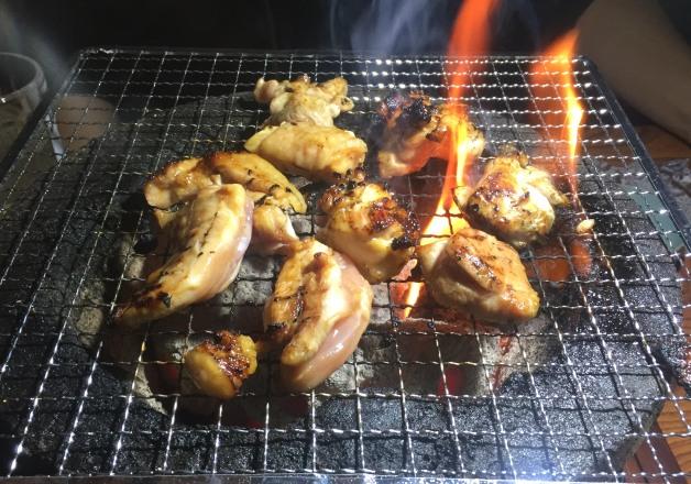【店主のこだわりがすごい!】地鶏の炭火焼がリーズナブルに味わえる♪大分市・牧「炭火焼専門店 いろり」
