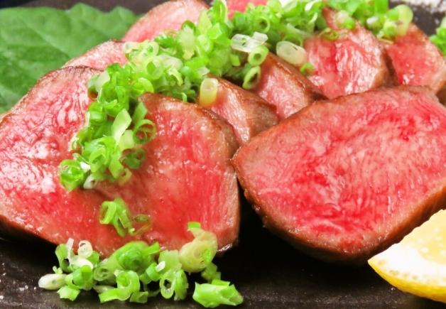 濃厚な牛タンや新鮮な朝引き地鶏が楽しめる「咲けの実夜 Wadan(さけのみやわだん)」(福岡・久留米)