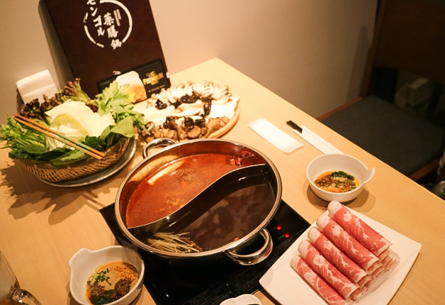 【福岡・赤坂】暑い夏にこそ、辛くてうまい薬膳鍋!本場内モンゴルの味「モンゴル薬膳鍋」