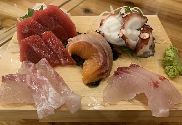 【福岡・西中洲】「海鮮屋台おくまん 西中洲店」で新鮮な魚介と「ザ・プレミアム・モルツ」を愉しもう!