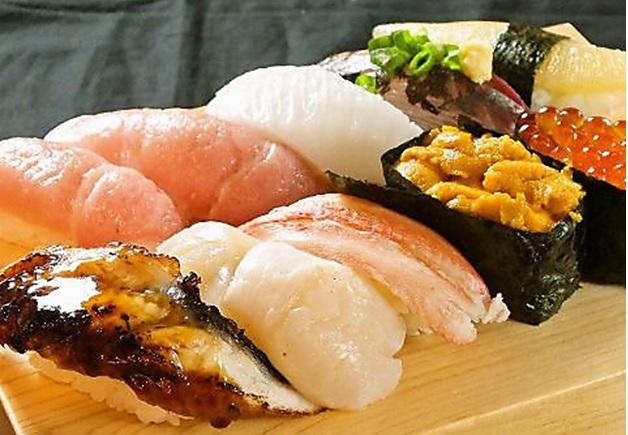 本格的な寿司が気軽に味わえる「や台ずし 呉服町店」で、絶品のお寿司をつまみながら「ザ・プレミアム・モルツ」を愉しもう♪(博多区・呉服町)