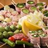 厳選した食材を巻いた野菜巻串を「プレモル」や「翠ジンソーダ」などとともに味わおう♪「くるめ串雄源(ゆうげん)」(福岡・久留米市)
