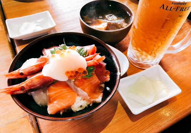 【沖縄でオールフリーランチ】鮮魚と炭焼「春夏秋冬」で豪華な海鮮丼と一緒にオールフリーで乾杯しよう!(金城)