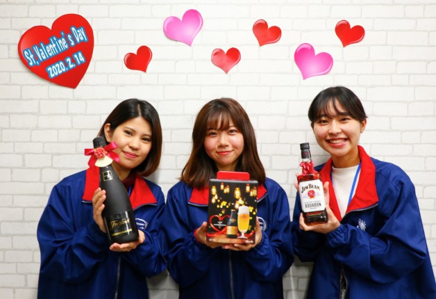 バレンタインにチョコと一緒にお酒を贈ろう♪沖縄サントリーの若手女性社員 のおすすめをご紹介!