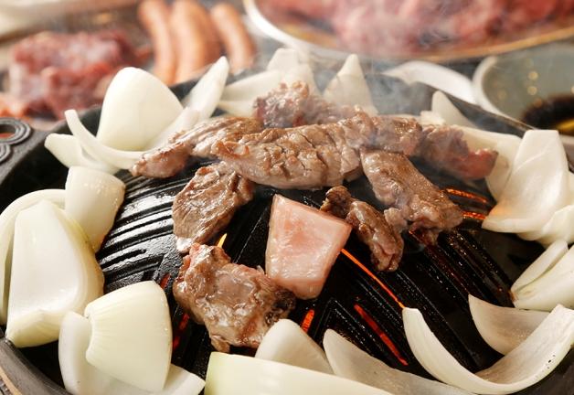 【横浜の新店情報】「羊肉酒場 ジンギスカン モンゴルアオキ」で北海道直送のラムをガブリ!