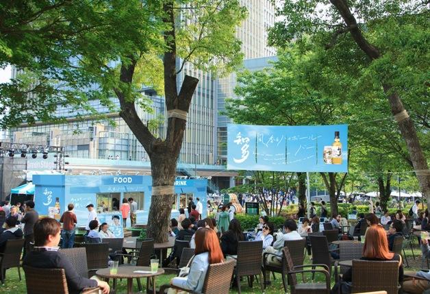【4月21日~5月28日】初夏の風が心地よい空間で乾杯♪「『知多』風香るハイボール ミッドパーク カフェ」登場!(六本木・東京ミッドタウン )