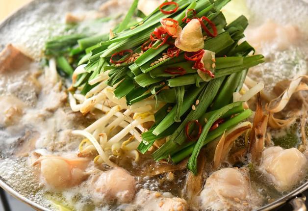 【担当者おすすめ】国産牛の博多もつ鍋や名物藁焼きが楽しめる「いただき 南越谷店」