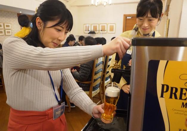 """「サントリー〈天然水のビール工場〉東京・武蔵野ブルワリー」の「ザ・プレミアム・モルツ講座」で""""神泡""""を体験してみませんか♪"""