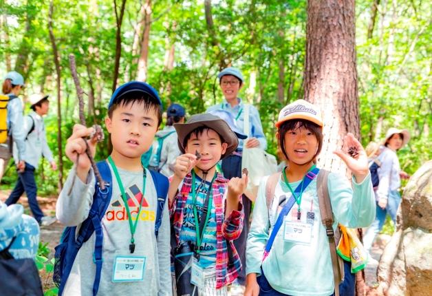 【レポート】サントリー水育(みずいく)「森と水の学校」白州校に約640名の親子が参加!大自然の中を探検しました♪