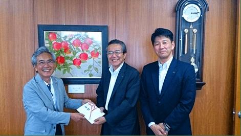 弘前さくらまつり「青森りんご酢ハイボール」PRイベントの収益金を弘前市に寄付しました